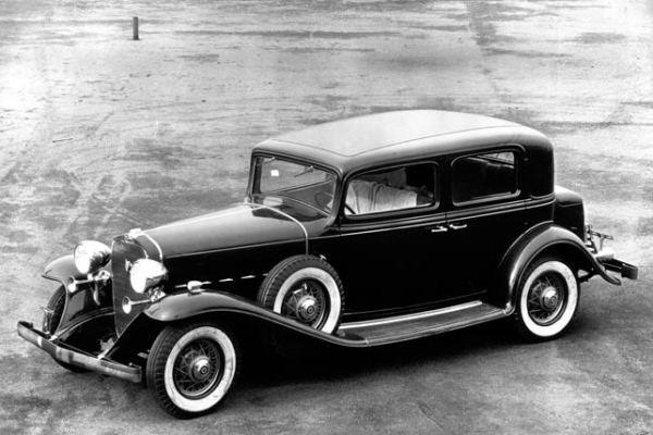 1932 cadillac v8 town sedan