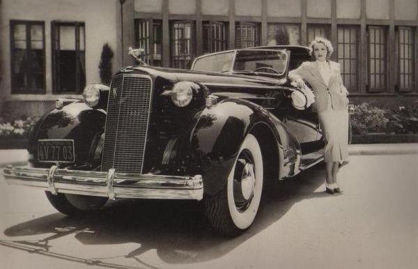 Marlene dietrich et sa cadillac de 1935
